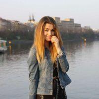 Lena Dolinovska's Photo