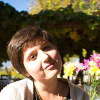 Leanna Garfield's Photo
