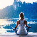 Bilder von Meditation by the river