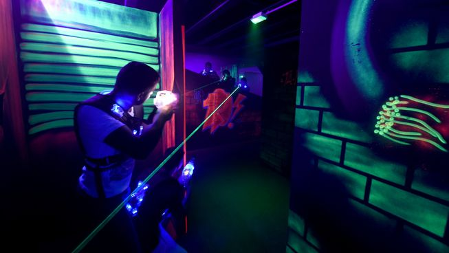 laser game grenoble auvergne rh ne alpes france couchsurfing. Black Bedroom Furniture Sets. Home Design Ideas